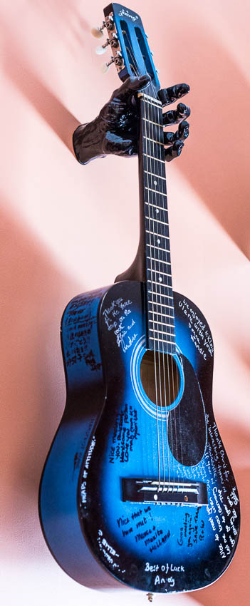 Picture of guitar.