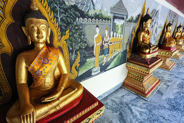 Picture of Buddhas.