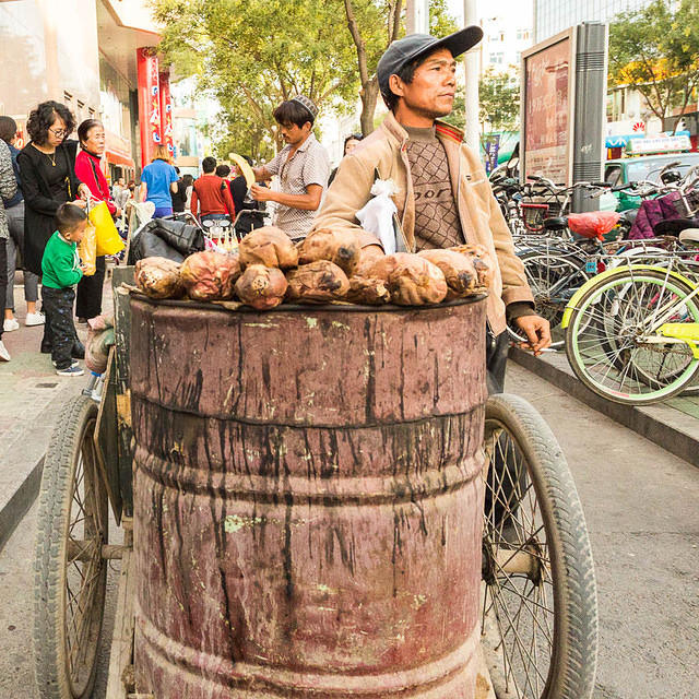 Picture of yam vendor.