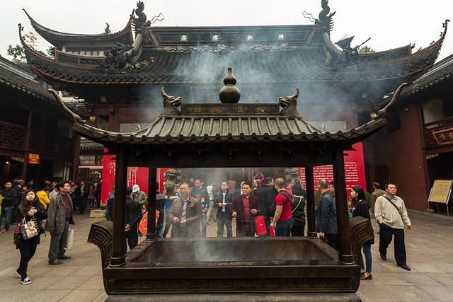 Shanghai - Picture of incense burner.