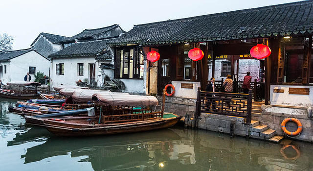 Zhouzhuang - Picture of canal-side bar.