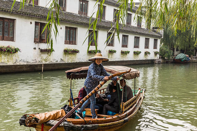 Zhouzhuang - Picture of gondolier.
