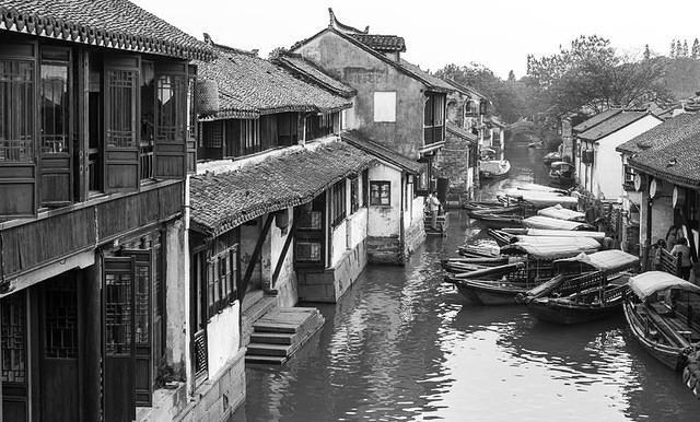 Zhouzhuang - Picture of traffic jam.