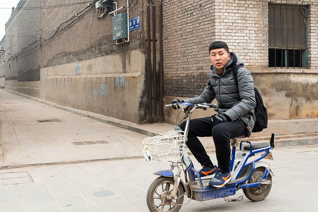 Pingyao: Picture of scooter.