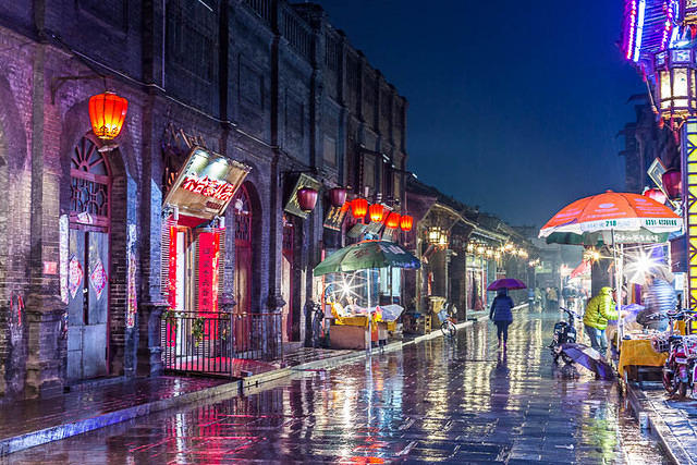 Pingyao: Picture of street at night.