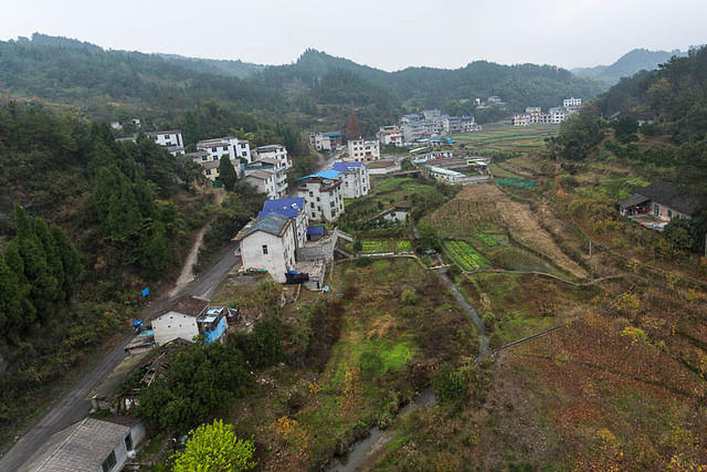Tianmen Mountain: Picture of village.