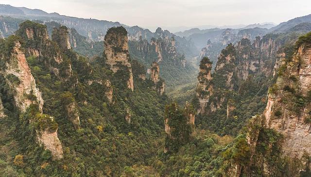 Zhangjiajie: Picture of sprawling view.