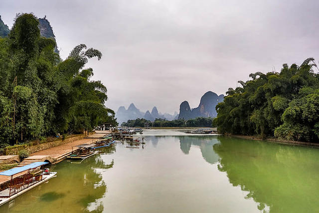 Yangshuo: Picture of riverfront.