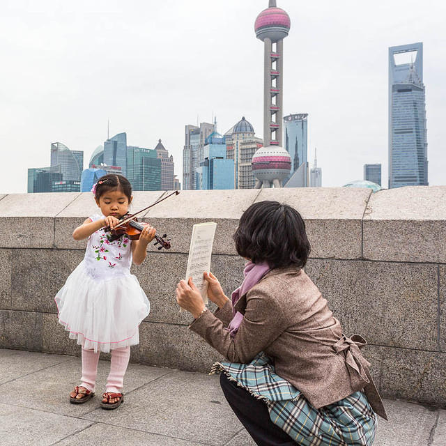 2016: Picture of girl with violin in Shanghai, China.