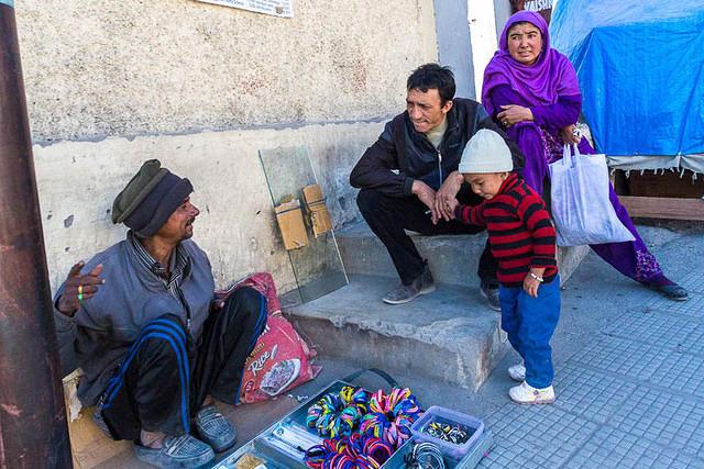 India: Picture of a street vendor in Leh, India.