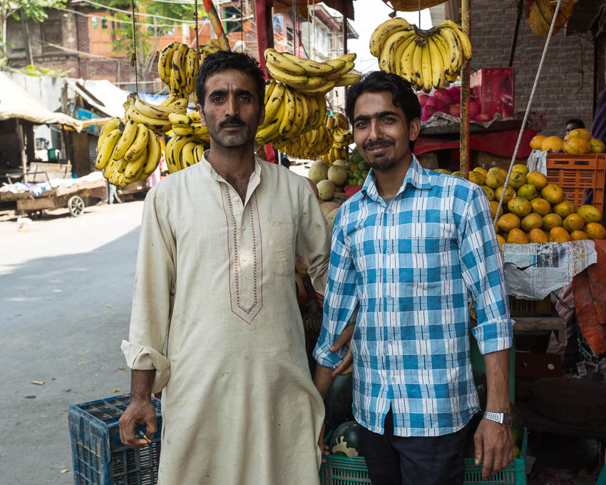 Picture of Kashmir fruit vendors.