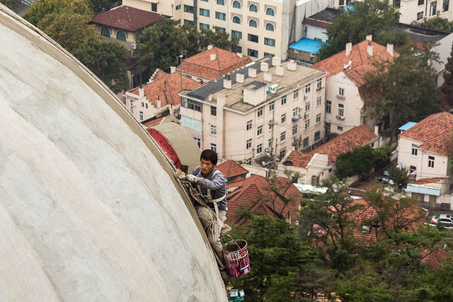 2016: Picture of worker on a dome in Qingdao, China.