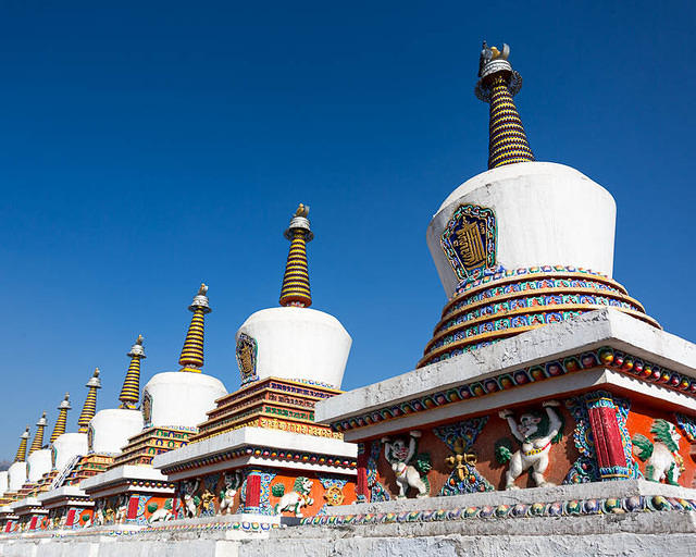 2016: Picture of stupas.