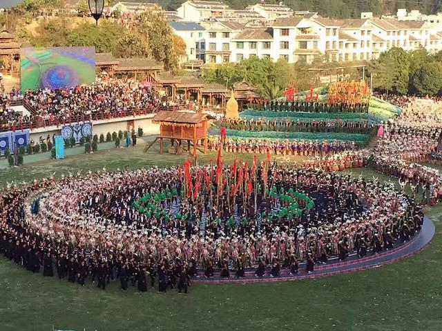 Li Song Mei: Picture of celebration circle.