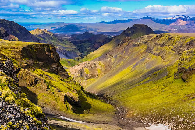 Iceland: Picture of green landscape.