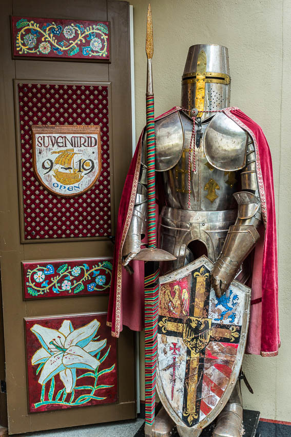 Finland: Picture of suit of armor.