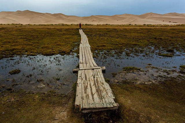 Gobi: Picture of bridge.