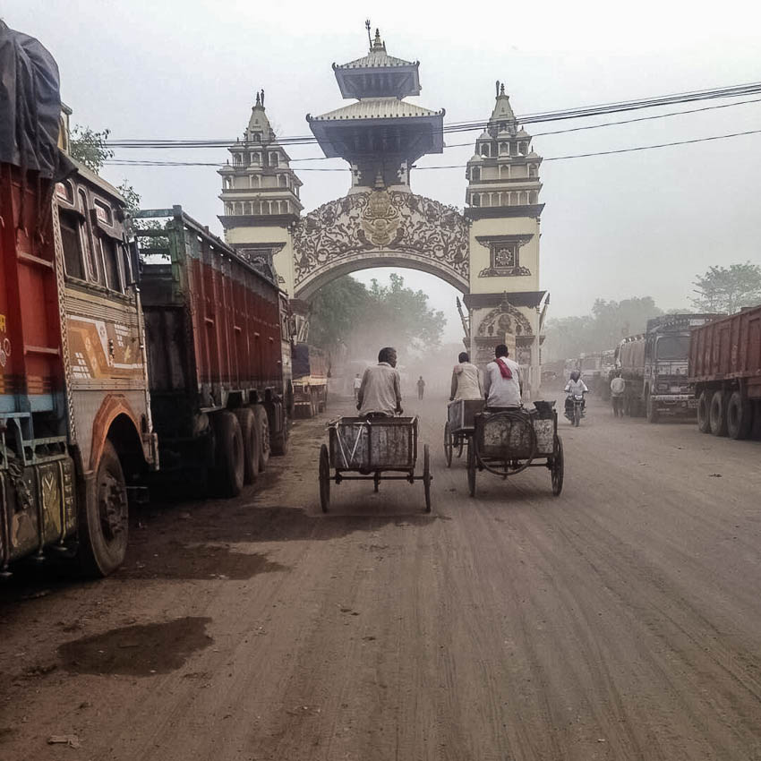 Picture of border crossing between India and Nepal.