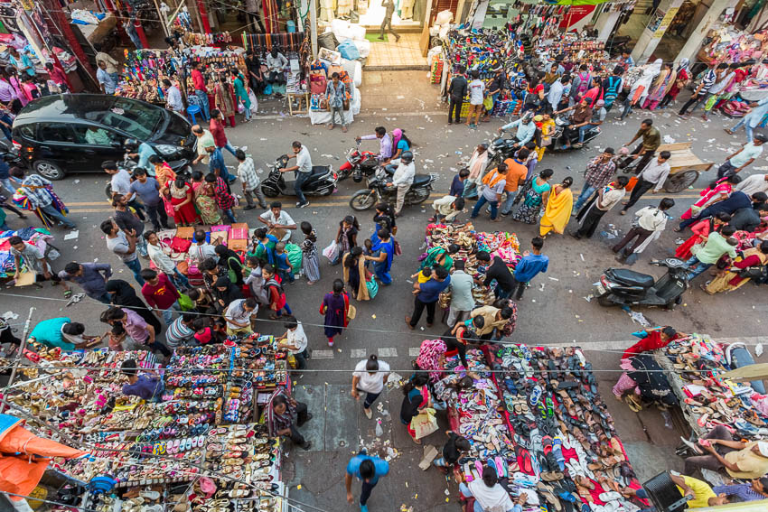 Picture of market in Lucknow, India.