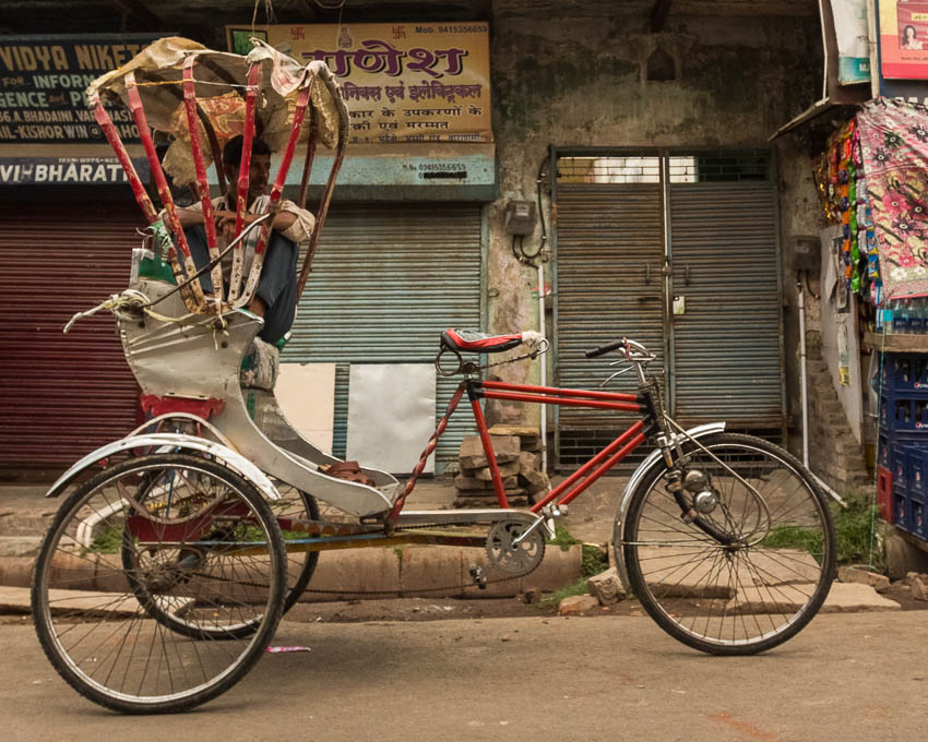 Picture of bicycle rickshaw driver.