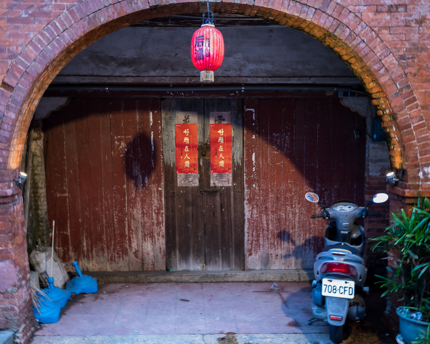Kinmen: Picture of lantern and motorcycle in Shuitou.