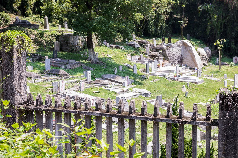Gulang Yu: Picture of graveyard.