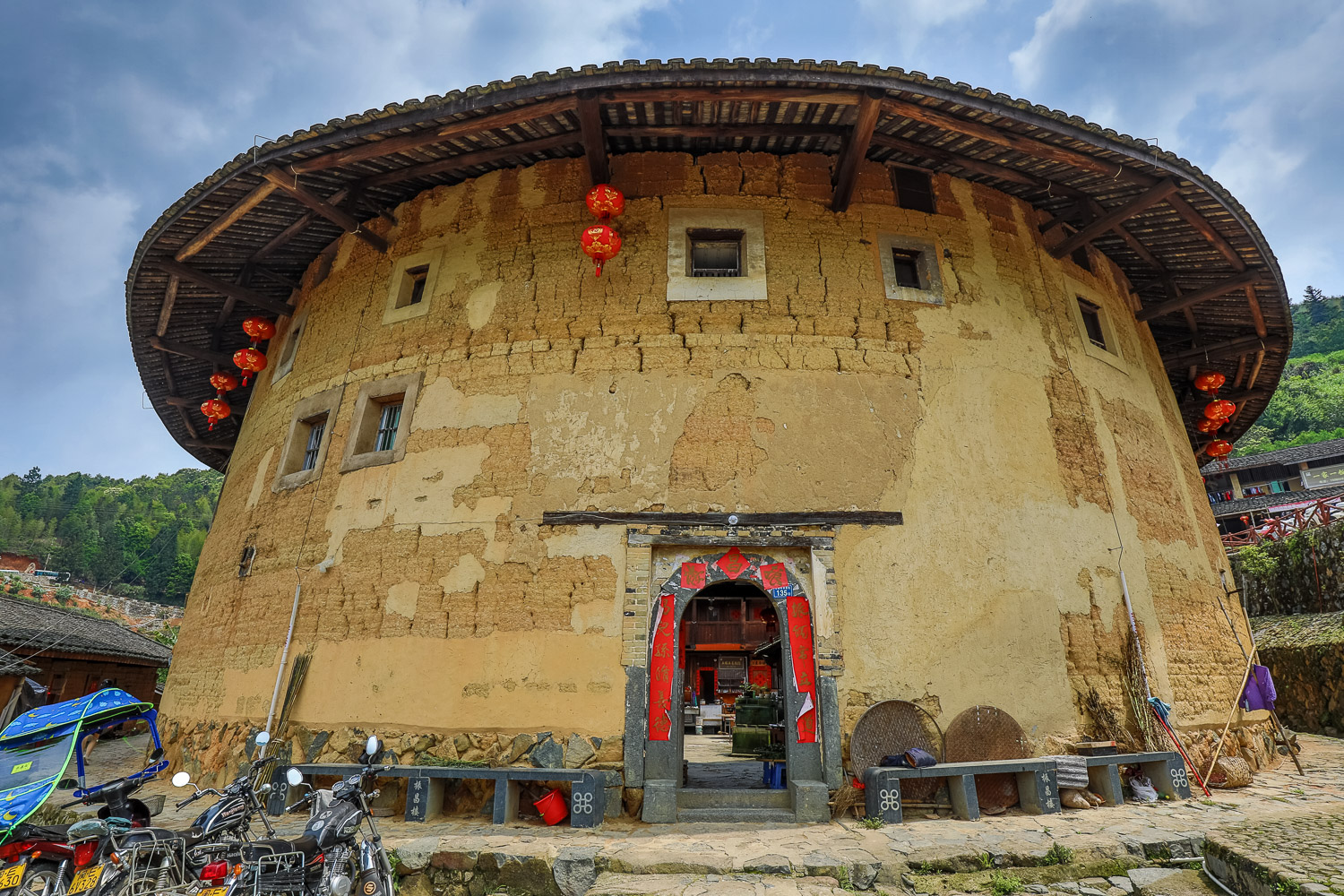 Picture of tulou from the outside.