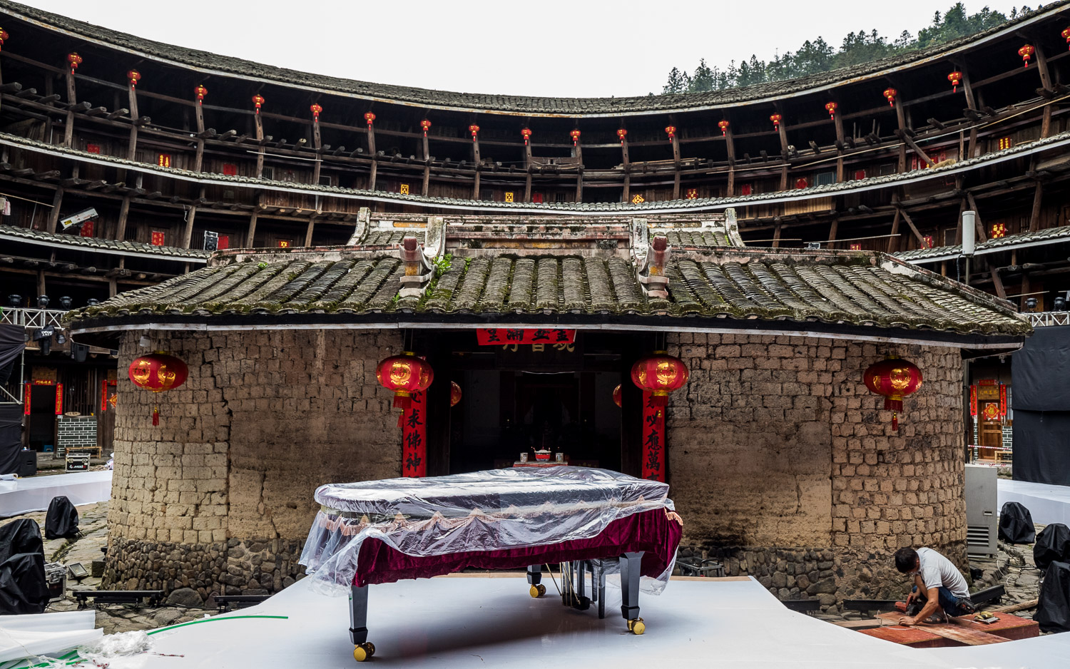 Picture of piano in a tulou.