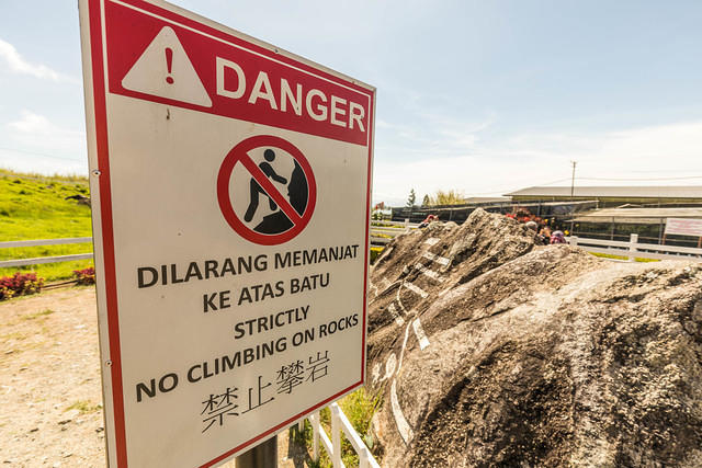 Picture of rock climbing warning sign.