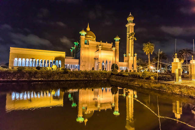 Picture of Omar Ali Saifuddien Mosque.
