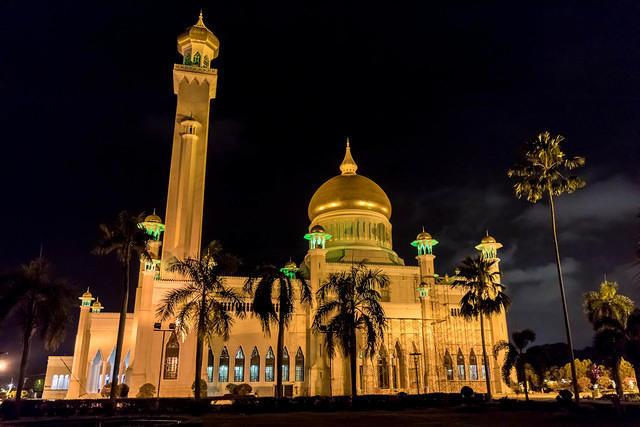 Picture of Omar Ali Saifuddien Mosque.