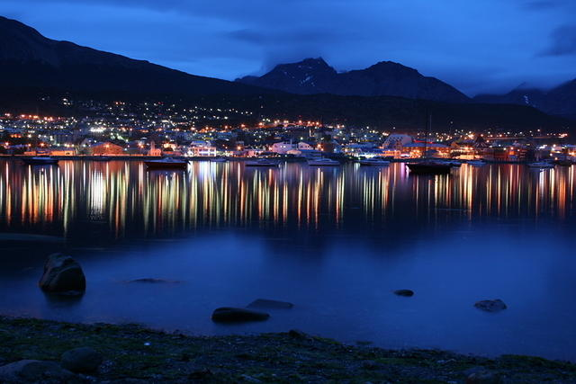 Picture of Ushuaia at night.
