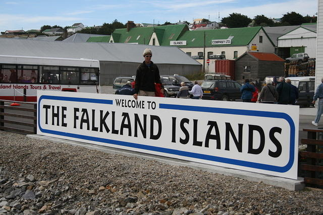 Picture of sign welcoming us to the Falklands.